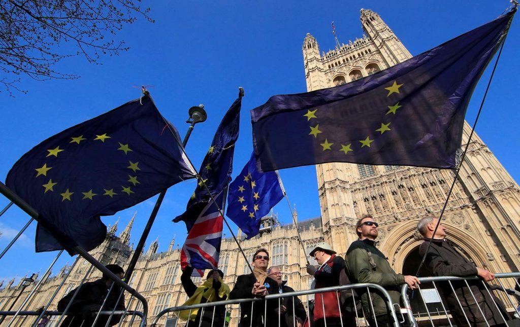 Ο Κώστας Δουζίνας Στο Κόκκινο για τις εξελίξεις στο Brexit (17-10-2019)