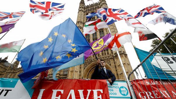 Σχόλιο Κ. Δουζίνα για τις επερχόμενες βρετανικές εκλογές Στο Κόκκινο 105,5 (25-11-2019)