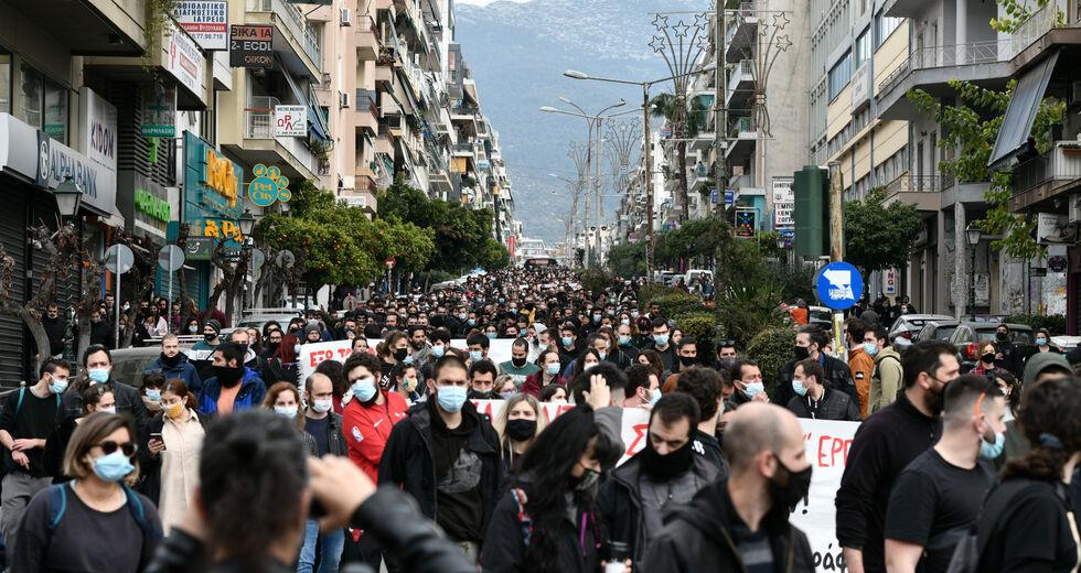 Μεταδίδουν οι διαμαρτυρίες την αρρώστια;